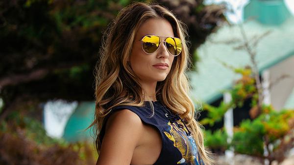 24bcebc0ca6 Jessie James Decker x DIFF  85 Dash sunglasses  Worth it